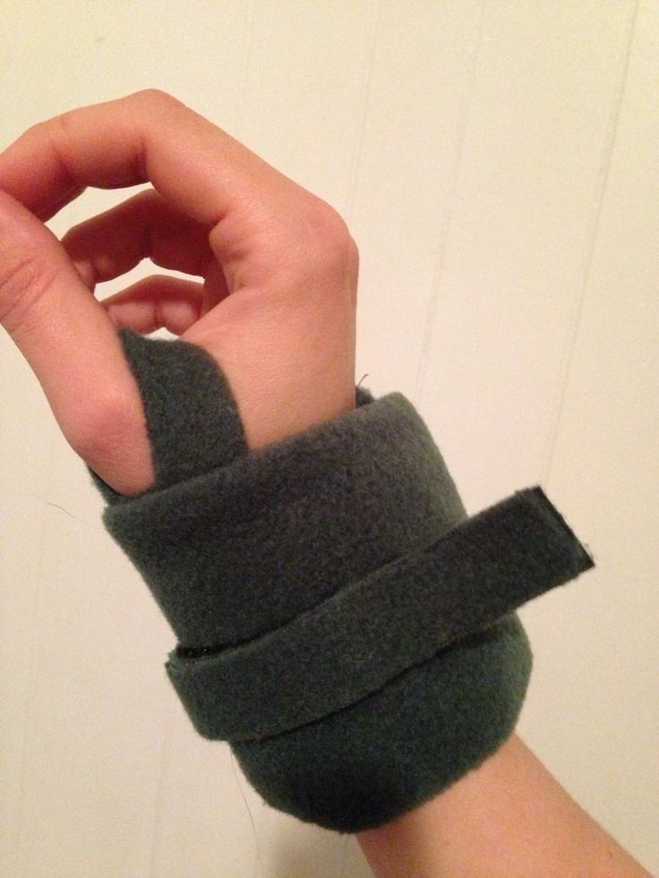 Fleece ice pack wrist wrap