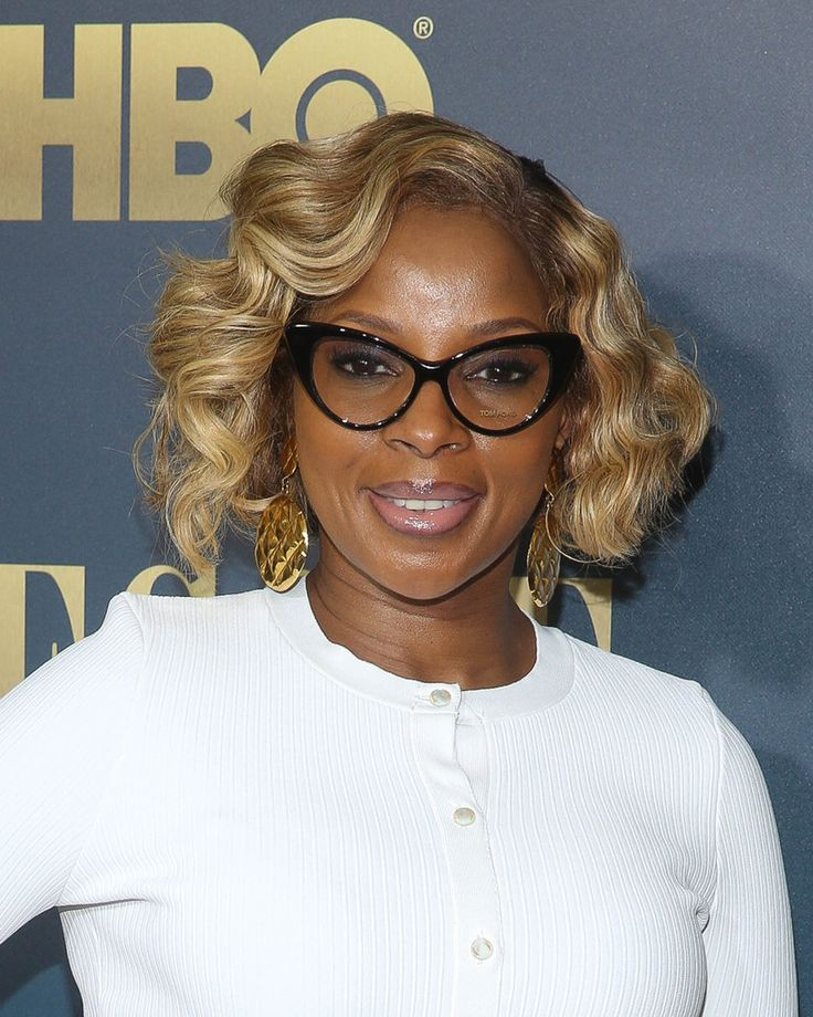 Mary J. Blige's curled bob - Celeb Short Hairstyles That'll Make You Want to Chop Off Your Locks - Photos