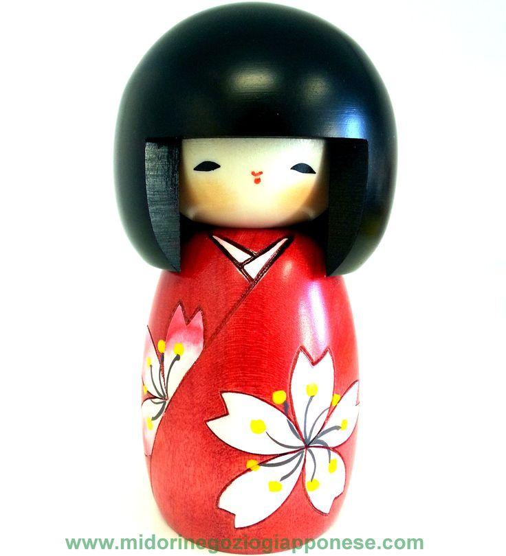 Kokeshi ispirata ai fiori di ciliegio giapponese.. #kokeshi #kokeshidolls #MidoriNegozioGiapponese