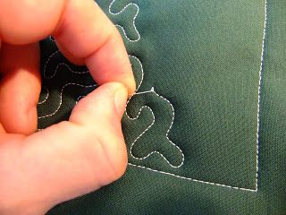 What to do when your thread breaks or the bobbin is empty while free motion quilting | Leah Day