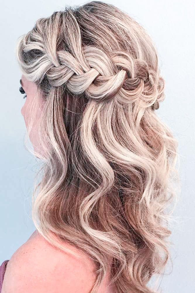 Curls With Braid In 2020 Geflochtene Haare Tanz Frisuren Frisuren Kurz