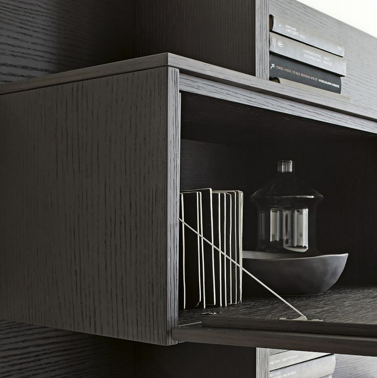LEMA | T030 by Piero Lissoni represents the ability to decorate according to your imagination and the most personal needs of each house and individual environments. T030 is the modular system par excellence.