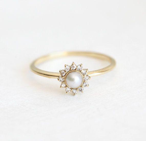 White Pearl Ring met diamanten verlovingsring Pearl door MinimalVS