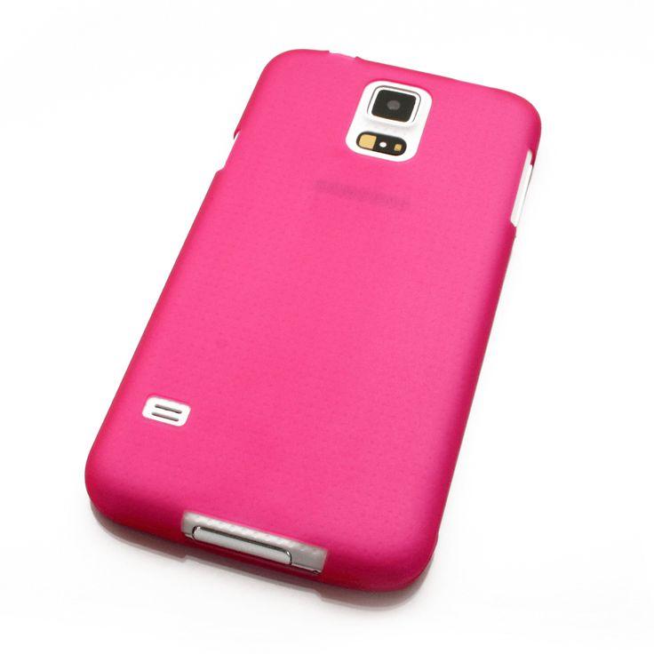 Die ultradünne Samsung Galaxy S5 Hülle in bestechendem Pink ist nur 0,3mm dünn. Sie ist kaum spürbar und in jedem Fall unübersehbar. Sie besteht aus flexiblem Weichkunststoff, welches besonders beständig ist und für einen soliden Schutz beim Herunterfallen sorgt. Sie lässt sich zur Reinigung des Smartphones sehr leicht An- und Abnehmen. Artikel-Nr.: 294247