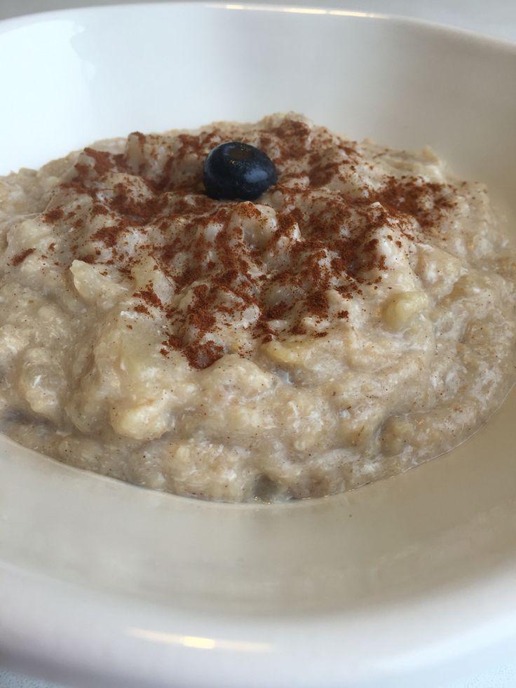 Super desayuno, bajo en grasa y mucha energía:hervir 4 cda de avena cruda en 1 tz 1/2 de agua+1 manzana picada+1 cta de miel + 2 claras agregadas fuera del fuego y canela al gusto