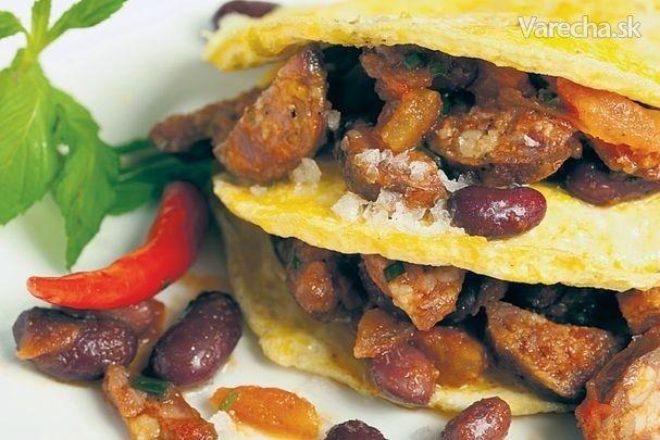 Vaječná omeleta s fazuľou a klobásou
