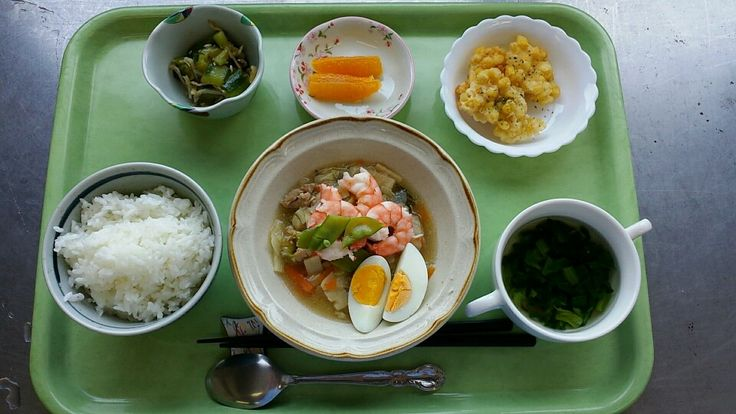 5月30日。八宝菜、とうもろこしの一口揚げ、たたき胡瓜、椎茸の中華スープ、オレンジでした!八宝菜が特に美味しかったです!611カロリーです!