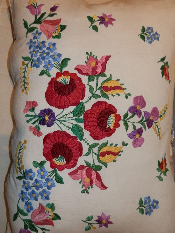 Hungarian Kalocsa antique hemp linen handmade by macaristanbul
