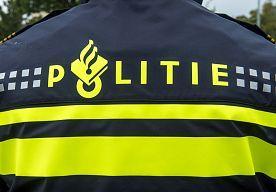 17-Oct-2014 15:13 - POLITIEMEDEWERKER VERWAARLOOSDE EIGEN HUISDIEREN. De politie heeft donderdagavond ruim 60 exotische dieren in beslag genomen in een woning in het Limburgse Schimmert. De dieren, waaronder...
