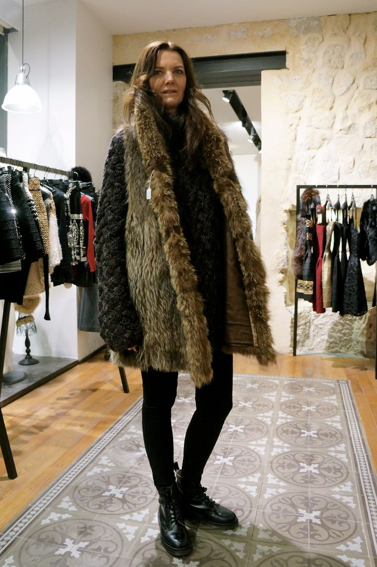This fur vest goes so well with our german girl Nicole. Mix it up with a casual sweater and a rocky boots like her! #Le132Turenne #fashionshop #Paris #vintage #vintagefur #furaddict #furlover #winterfashion #winterstyle #shoppinginParis #whatiwore #luxeforless #inspiration #ootd #wiwt #winterwear #furobessed #attitude #depotvente #dopefashion #ateliervintage #liketkit #urbanoutfitters #uoonyou#dope #mode #moda #xmas #giftguide #wishlist