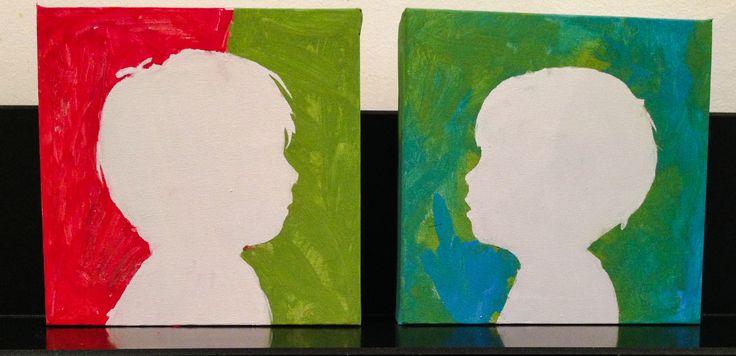 Laatst met de kinderen een cadeau voor Arnes verjaardag gemaakt: foto en profiel genomen, geprint en geknipt. Op een canvas geplakt. De jongens hebben hem zelf geschilderd. Daarna het papier verwijderd: tadaaaa!  Ook leuk natuurlijk voor moederdag en vaderdag.