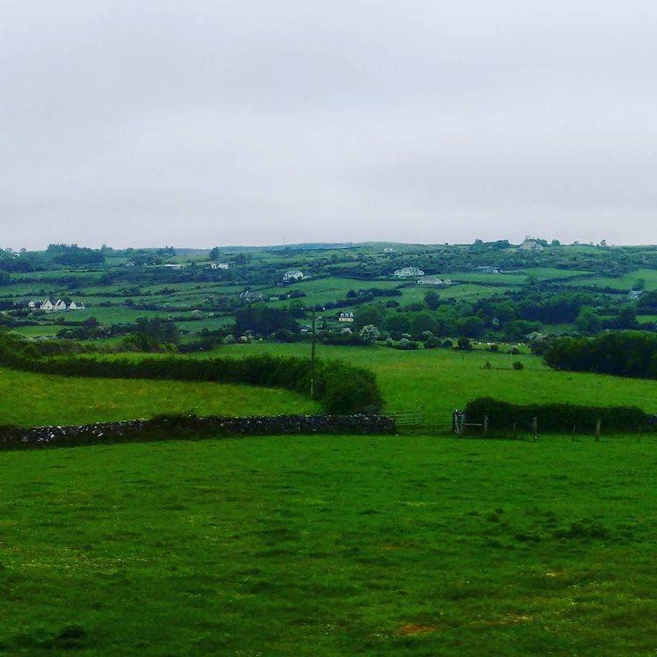 Algum lugar em County Clare... #limerick #Irlanda #Ireland #ViajandonoBlogemLimerick #ViajandonoBlognaIrlanda #VisitLimerick #GoIreland #Irelands2017 #Irlandas2017 #visitireland #mulherviajante #traveler #IrelandLovers #InstaIreland #IrelandGram #IrishDream #LoveLimerick #LoveIreland #Irelandcalling #postcardsfromIreland #beer #cerveja #theworldisyours #travelaroundtheworld #countyclare #daytrip #roadtrip #gobybus