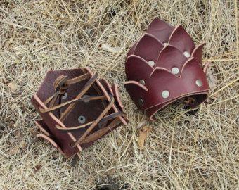 Brassards de cuir Dragon Scale / poignets, Fantasy médiévale Renaissance Fair - sur commande, noir ou brun foncé