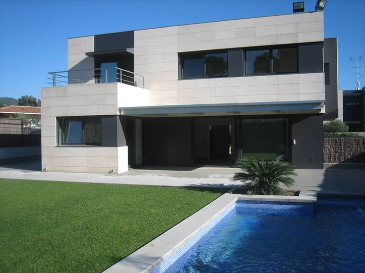 The new élite villa with the swimming-pool on the coast beside Barcelona.