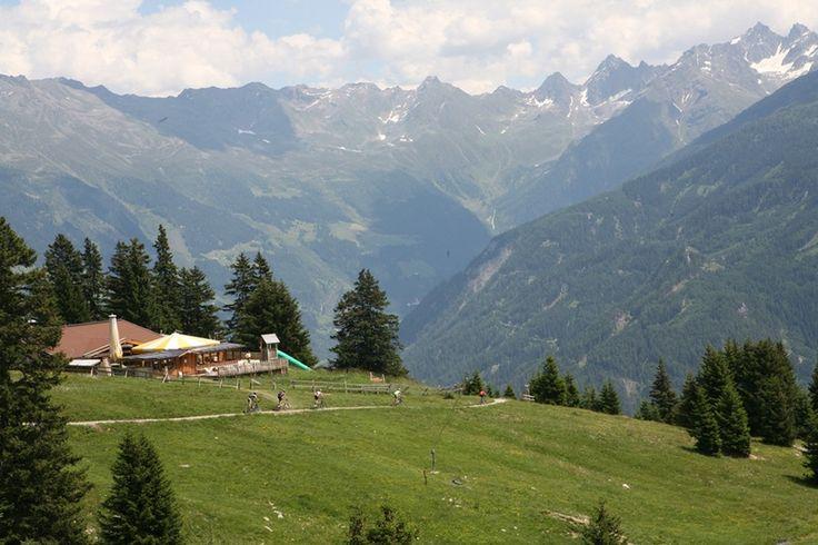 Das zentrale und familäre Hotel in der Ski- und Erholungsregion Serfaus Fiss Ladis in Tirol. Genießen Sie Ihren Urlaub bei uns im Winter sowie im Sommer in moderner, gemütlicher und familärer Atmosphäre.