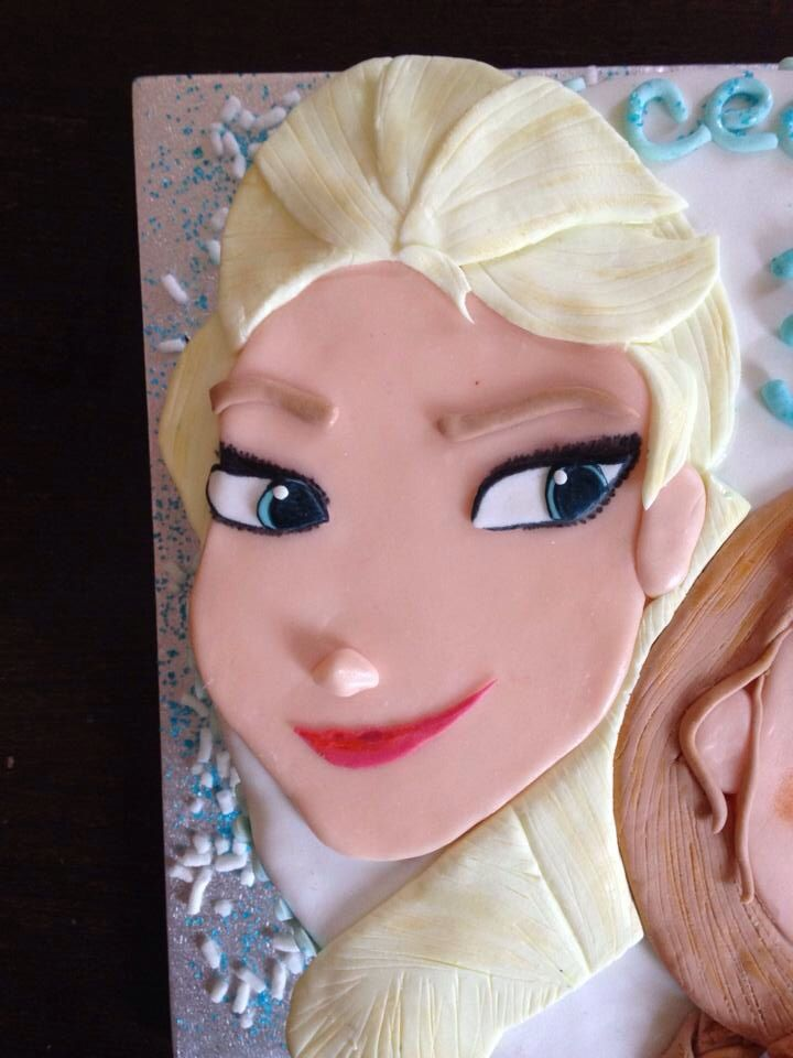 Elsa (Frozen Cake)! ❄️ DIY with sugarfondant!
