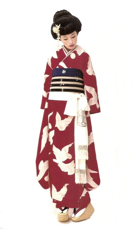 Kimono-hime issue 7. Fashion shoot page 5. Via Satomi Grim of Flickr