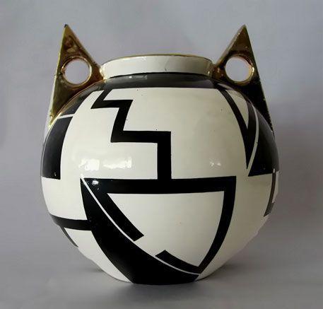 French-Art-Deco-vase-457x437 - Molded earthenware Art Deco vase, decorated with spherical, geometrized black graphics. Signed Fructuoso. 1930's (hva)
