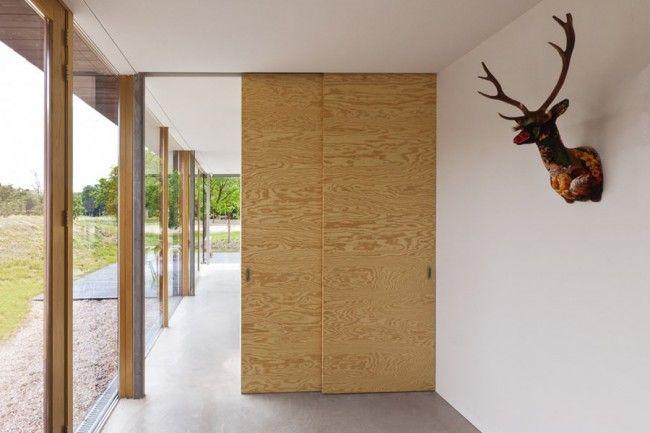 Modern familiehuis in Bloemendaal met muren en meubels van multiplex - Roomed