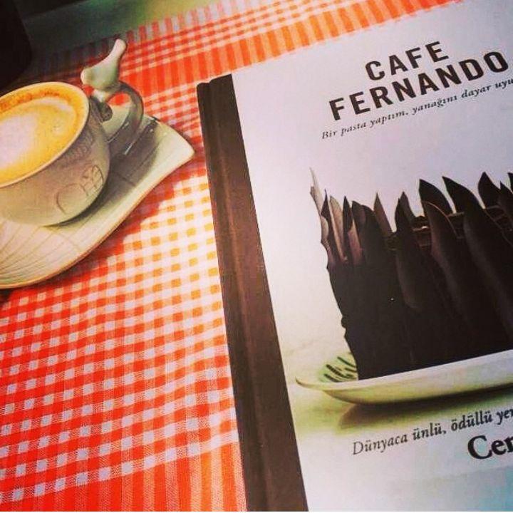 Raflarda yerini aldığı anda büyük bir ilgi ile karşılanan Cafe Fernando - Cenk Sönmezsoy, sosyal medyada da büyük yankı uyandırdı. #cafefernando