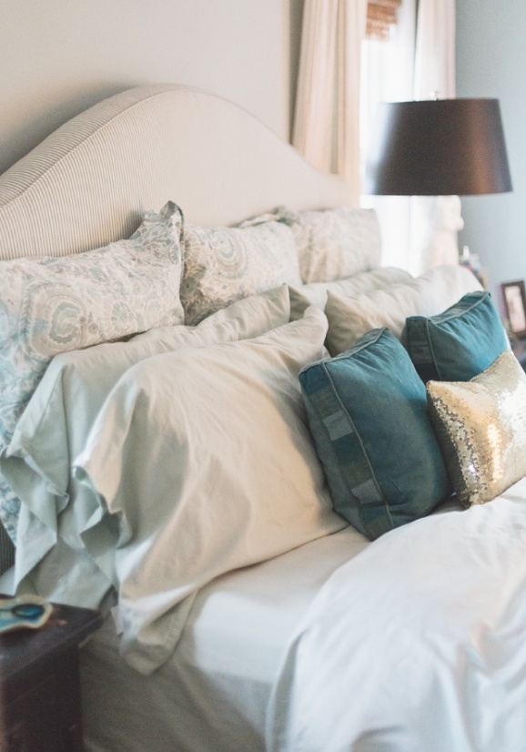 the sequins is just for a decoration isn't it? cr : How to Stack Bed Pillows by Cute & Co.