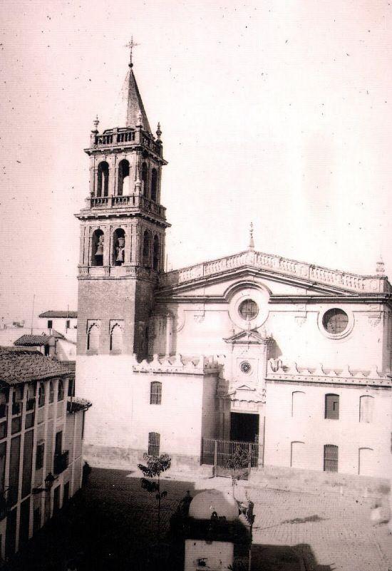 Sevilla. Vista de la fachada principal de la iglesia Parroquial de Señora Santa Ana de Triana