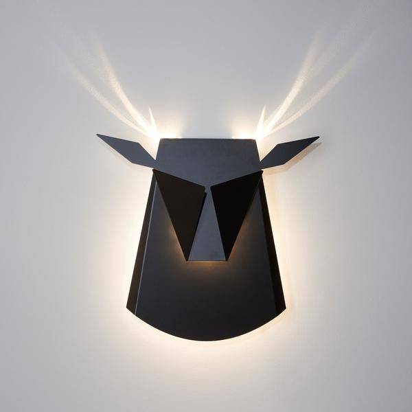 The Popup Lighting Gold deer head is a decorative lamp, painted folded Aluminium and steel. When lights are on it becomes 70x70cm of light and brilliancy.