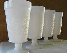 Orta Yüzyıl Beyaz Süt Cam Ayaklı Tumblers Set 4 Çapa Hocking ve Züccaciye Parfait veya Vazo Düğün Beyaz Süt Cam Bardak Seti MID MOD