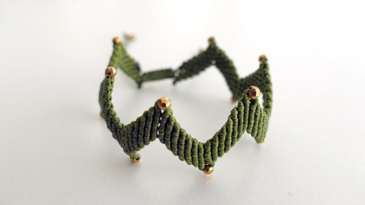 Handmade green macrame bracelet in shape zig zag with gold plated Hematite -Price:44€