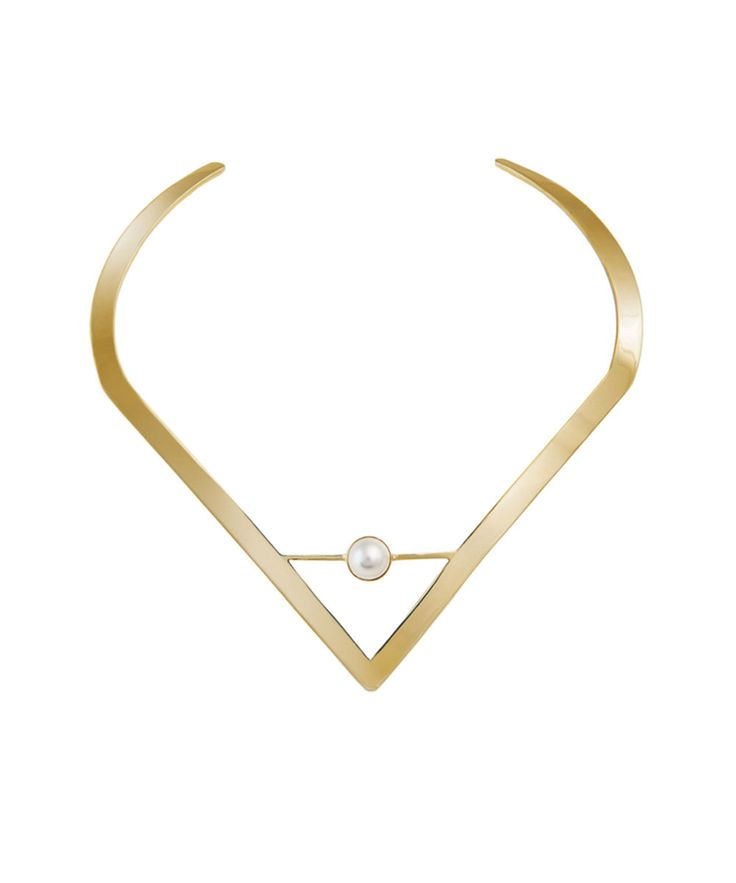 This simple modern gold collar necklce will add a touch of glamour with its stunning ivory Swarovski pearl centerpiece. A perfect piece to wear if you love classic styling with a contemporary twist. 18k gold plated. Diameter approx 13cm.