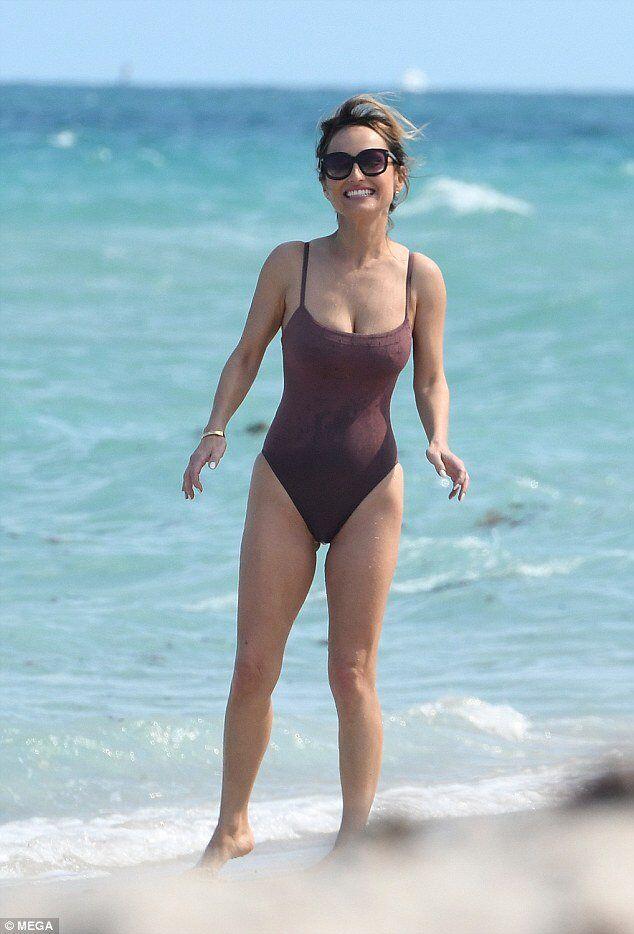 lady-giada-bikini-in-bikini-pictures-cock