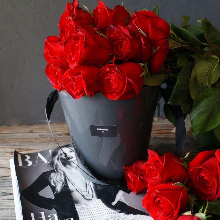Красные розы🌹 - символ страсти и желания. Многие знают, что именно красные бутоны, источающие удивительный аромат, выражают глубокую любовь и страсть❤️. Кроме того, красные розы во все времена дарили в знак уважения и восхищения объектом, которому предназначены эти цветы❣  C любовью, Fashion Flowers💞  +7(3952) 588-500 Сайт: www.f-f.flowers Viber/WhatsApp 8964-35-88-500 🏦 г. Иркутск, ул. Партизанская 29  #FashionFlowers_irk #Иркутск #розыиркутск #розыдоставка #detail…