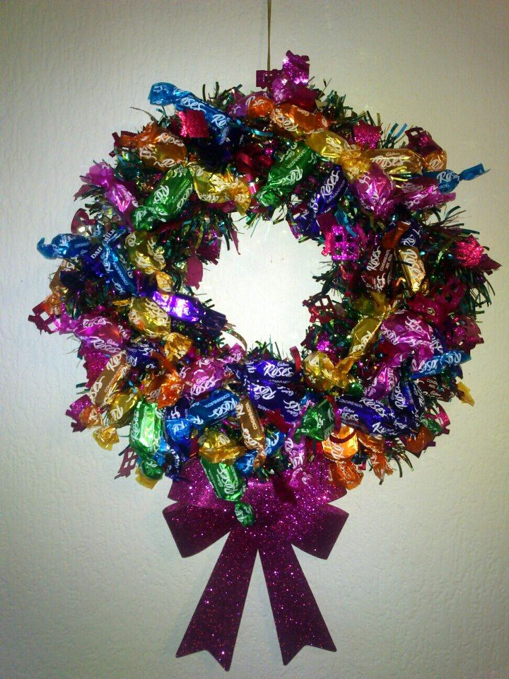 #CPfestivecrafts Xmas wreath made from sweeties :)