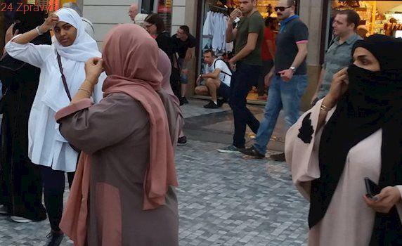 Muslimka dlouhých 18 let podváděla úřady. Předstírala, že je svobodná matka, aby získala výhody