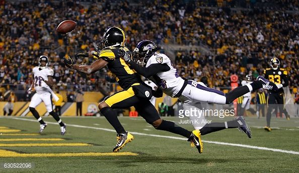 News Photo : Antonio Brown of the Pittsburgh Steelers cannot...