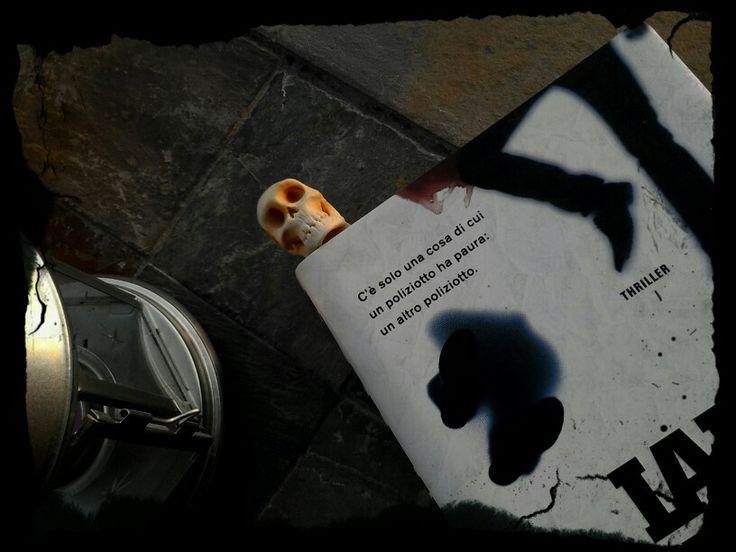 Book mark .... skull  O.o
