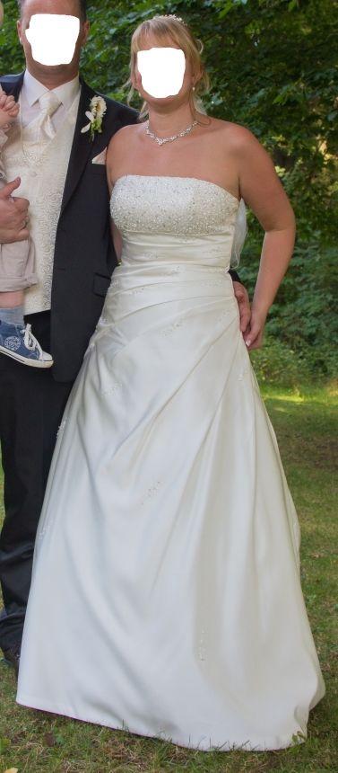 ♥ Schlicht elegantes traumhaft schönes Brautkleid von Lilly Größe 38 ♥  Ansehen: https://www.brautboerse.de/brautkleid-verkaufen/schlicht-elegantes-traumhaft-schoenes-brautkleid-von-lilly-groesse-38/   #Brautkleider #Hochzeit #Wedding
