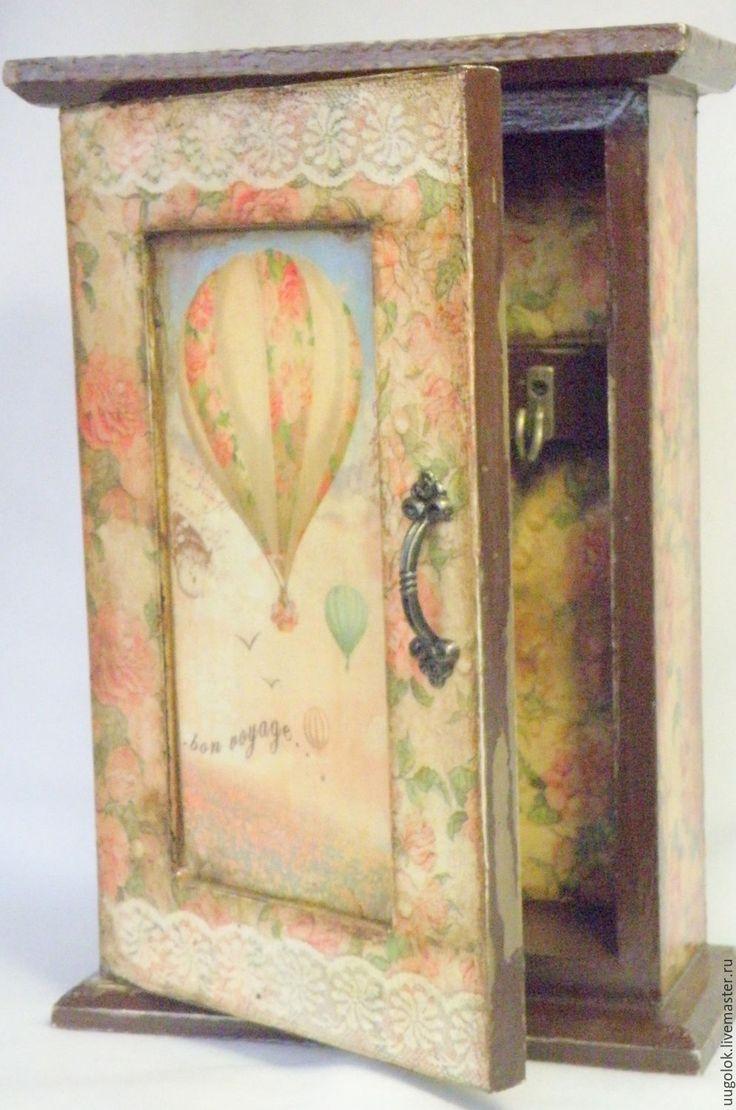 """Купить Ключница шкафчик """"Большое путешествие"""" - бежевый, шкафчик для ключей, ключница, ключница ручной работы"""