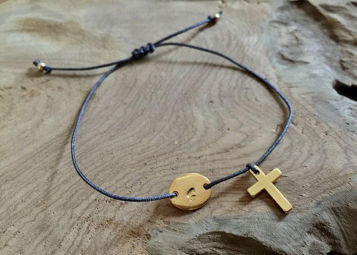 Namensarmbänder - Armband Macramé Kreuz mit Initialien gold - ein Designerstück von saniLou bei DaWanda