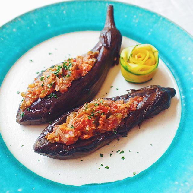パトゥル・ジャン・イマム・バユルドゥ…って、舌噛んでまうわっ!! * ハリーポッターの呪文みたいですが、写真の料理名です。 * #坊さんの気絶 という今話題のトルコ料理らしく、本国では冷やして常備菜としても食べられているみたいです。 * ネットでレシピを探しつつ、自分流にクミンやオレガノなどのス...