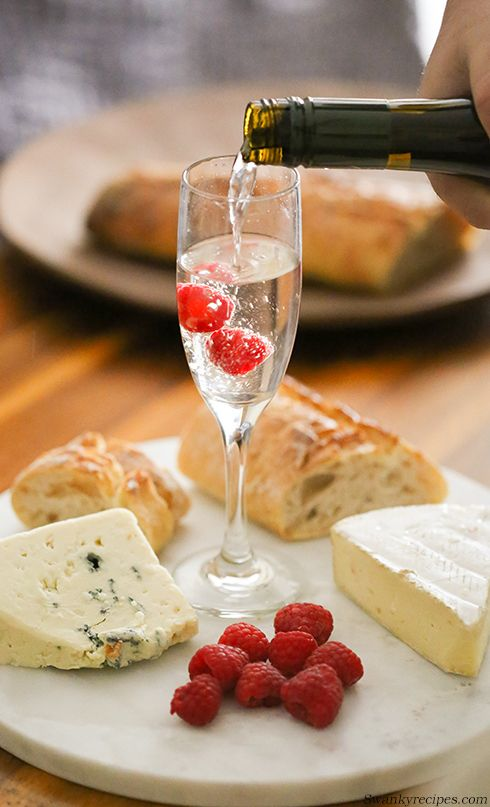 Hosting a Wine and Cheese Tasting with Riondo Prosecco - Summer is all about being able to relax and enjoy a glass of Riondo Prosecco. Learn how this floral and fruity, light bodied sparkling wine pairs great with a platter of snacks. #RiondoProsecco #ad #ItalianForSummer