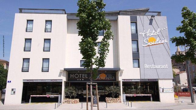 Si vous venez en région Provence-Alpes-Côte-d'Azur, l'INTER-HOTEL Souleia, situé à Aubagne, dans les Bouches-du-Rhône, vous assure un excellent séjour. Ses chambres sont calmes et bien équipées avec climatisation ou Wifi. Certaines sont non fumeur. Salles de réunion/séminaire pour les déplacements professionnels. Bar et terrasse pour la détente et parking gratuit situé à proximité.