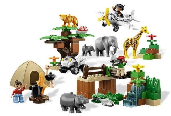PHOTO SAFARI (6156) Du distractia de a construi cu LEGO® DUPLO® intr-un safari salbatic, pe masura ce creezi si inveti impreuna cu 8 animale, 2 vehicule, 3 figurine DUPLO si accesorii !