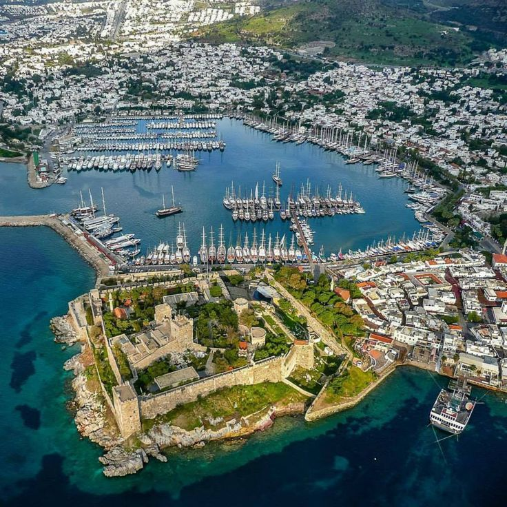 Wow! What a shot over the popular holiday destination of Bodrum in Muğla! Goes some way to explaining why it's so popular as well!