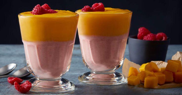 Coolaste smoothien i två lager! Impa på brunchen eller bara gör en extra snygg och lyxig smoothie till dig själv.