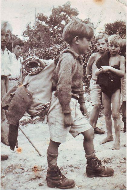"""El 1 de agosto de 1937, Pedro, de nueve años, y su hermano Cholo, de 11, huyeron de los ataques de la aviación franquista sobre la capital cántabra rumbo a Francia y, tras su paso por Dinamarca, acabaron recalando en la Escuela Freinet, """"para nosotros, lo más grande que hay en el mundo"""".  El Movimiento Cooperativo de Escuela Popular (MCEP) presenta el libro 'Pedro Morán. Un niño de la guerra en la Escuela Freinet', sobre la historia de aquel pequeño refugiadoque hoy tiene 89 años."""