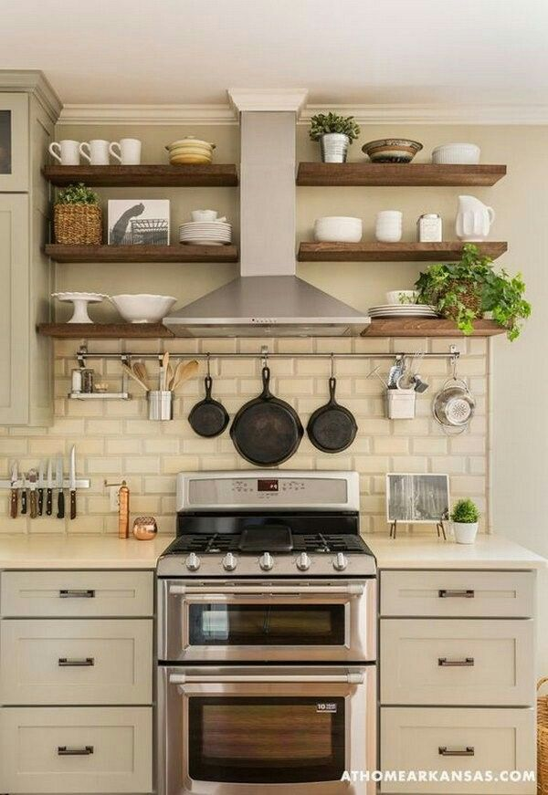 The placement of pans and ladles is convenient