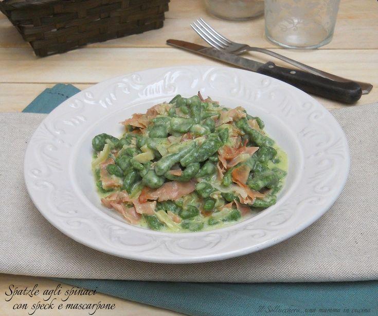 Gli spatzle agli spinaci con speck e mascarpone sono un primo piatto saporito e cremoso. Un primo semplice e goloso tipico del Nord italia