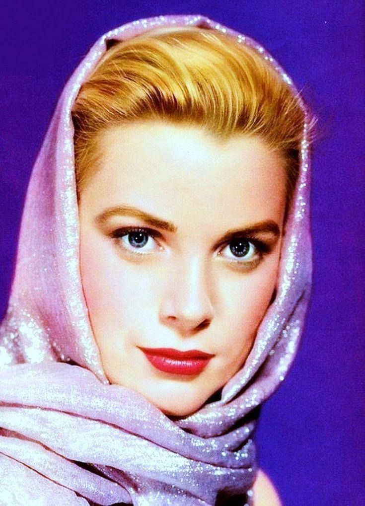 praktisk mode tilbehør: tørklædet.  (Top til bund) Audrey Hepburn / Marilyn Monroe / Grace Kelly / Elizabeth Taylor / Martine CAROL / Susanne CRAMER / Elke Sommer / Julie ANDREWS