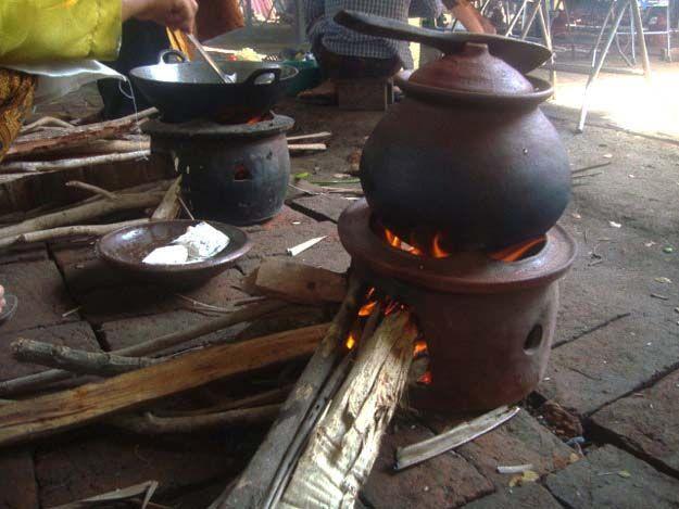 Indonesian Traditional Way Cooking Rice Using Kendil Aa Sofa